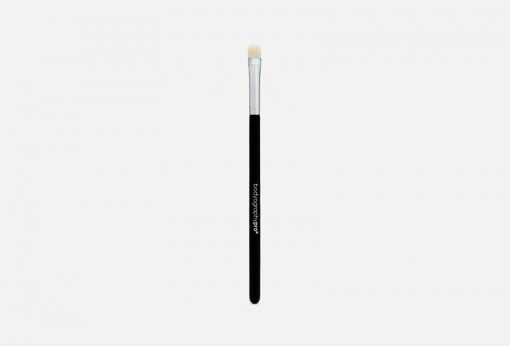 Фото - Плоская кисть для растушевки теней BODYOGRAPHY Flat Shader Brush 1 мл кисть для нанесения макияжа 3ina the kabuki brush 1 мл