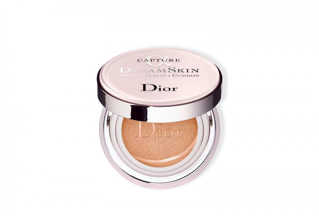 Ухаживающий кушон с тональным эффектом Dior Dreamskin