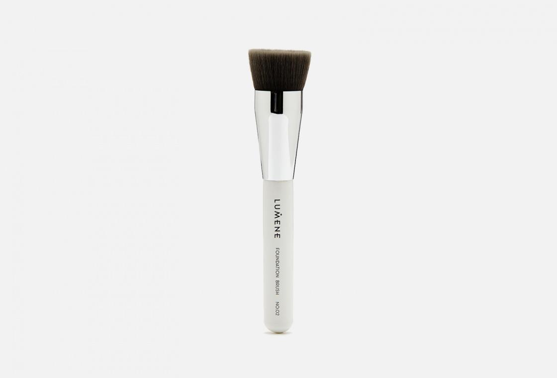 Кисть для тонального крема LUMENE Nordic Chic Foundation brush No. 02