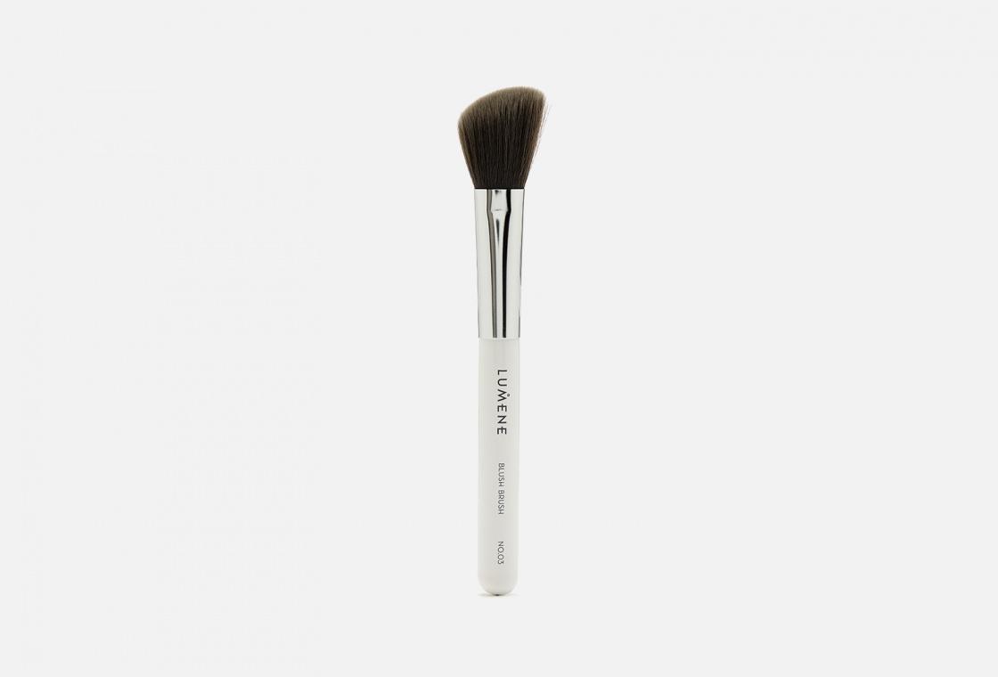 Кисть для пудровых румян, бронзеров и хайлайтеров  LUMENE   Nordic Chic Blush brush No. 03
