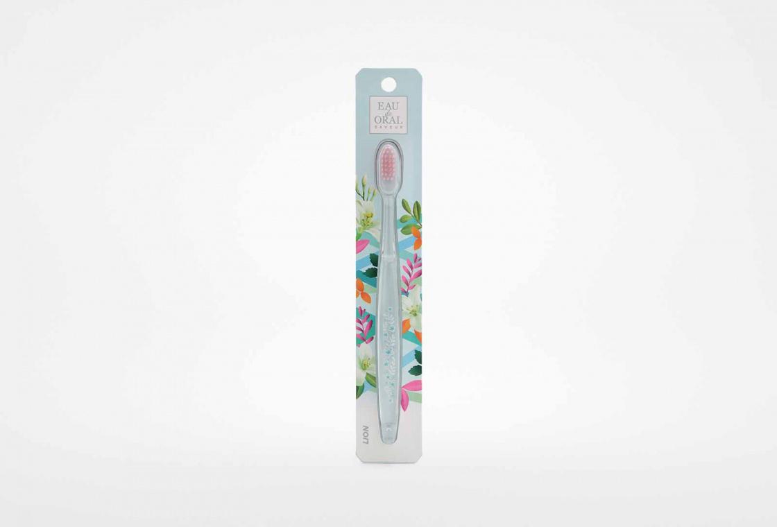 Зубная щетка (средняя жесткость щетины) CJ LION EAU de ORAL saveur
